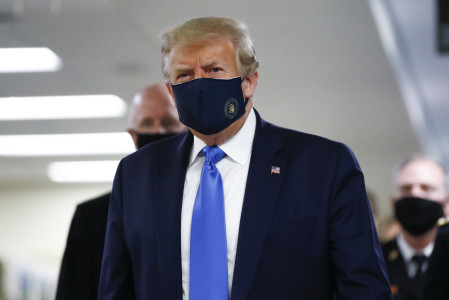 Trump is wearing a coronavirus mask in public for the first time during a visit to Walter Reed Military Hospital - %