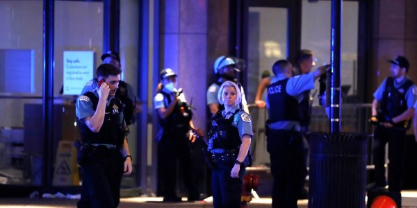 Chicago Closes Parts of Downtown Monday After Shooting Sparks Looting