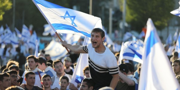 Israeli Nationalists March in Jerusalem, as Hamas Calls for Confrontation - WSJ